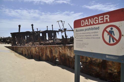Fraser sala,atsargiai,skydas,rizika,nuolaužos,laivo nuolaužos,papludimys,australia