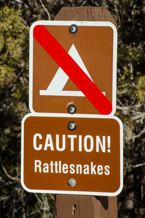 caution rattlesnakes rattlesnake warning
