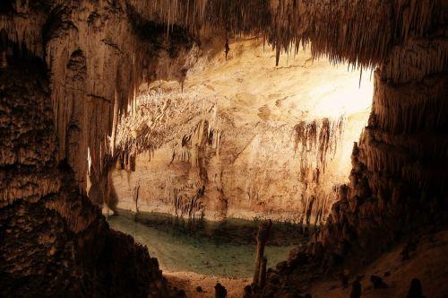 urvas,urvas,gamta,geologija,akmuo,natūralus,po žeme,Rokas,kelionė,giliai,tamsi,skylė,turizmas,mineralinis,tyrinėti,įėjimas,žemė,stalaktitas,vaizdas,požeminis,kanjonas,nuotykis,formavimas,vaizdingas,erozija,stalagmitas,po pasaulis,pritraukimas,mine,kalcitas,carlsbad,didingas,kupolas,upė,vanduo,tunelis,šviesa