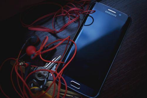 cellphone earphones keys