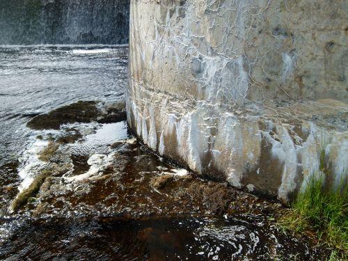 cement wall dam