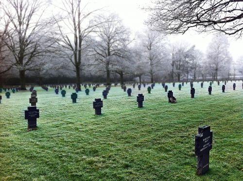 cemetery soldier tombstones