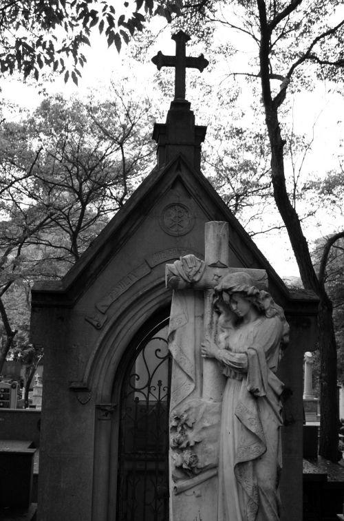 cemetery tomb art sculptures