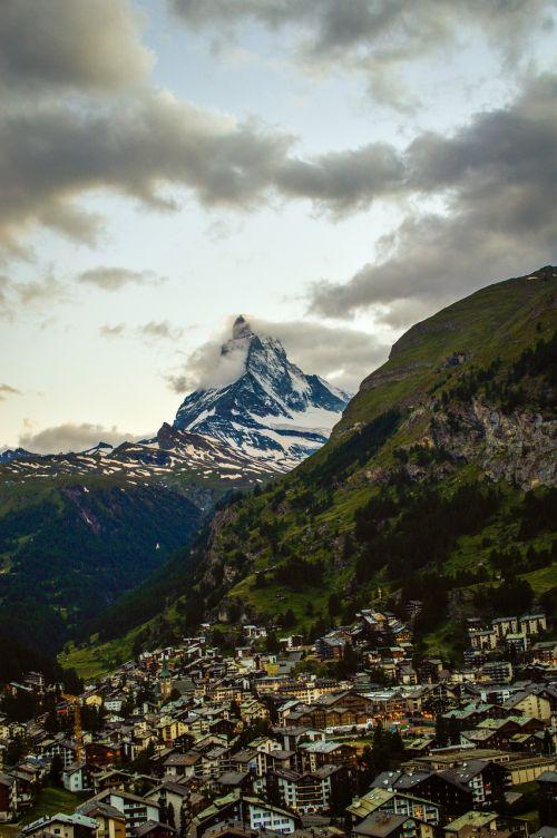 cervin,zermatt,swiss,gamta,kelionė,lauke,Europa,europos,Alpių,Alpės,žiema,aukštas,kalnas,grožis,Ceu,namelis,kraštovaizdis,peizažai,Šveicarija,turizmas,turizmas,turizmas,nevado,sniegas,viešbučiai,viešbutis