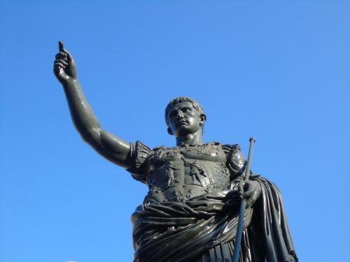 cesar roman statue