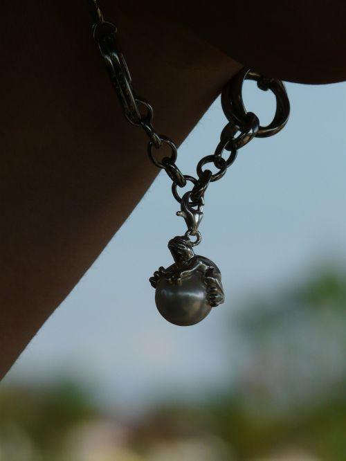 chain jewel pearl