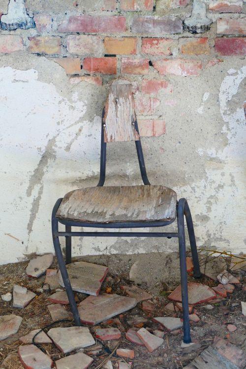 chair old broken