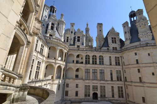 chambord château de chambord courtyard of the castle