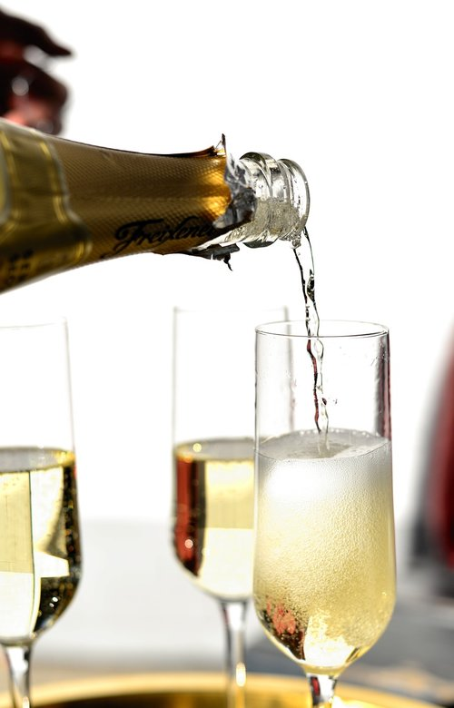 champagne  pour a  champagne pouring