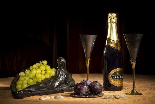 champagne wine glasses grapes