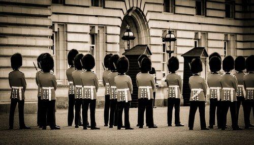 changing of the guards  buckingham palace  united kingdom