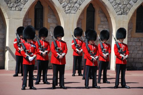 changing of the guards great britain windsor castle