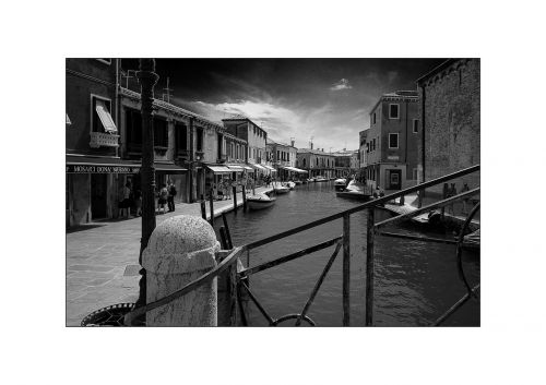 channel black white burano