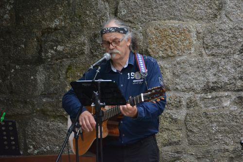 Guitarist Singer