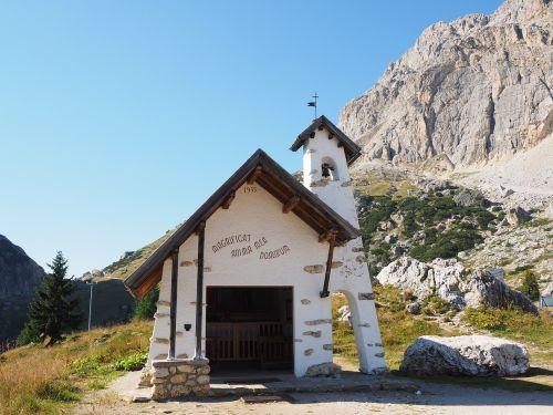 chapel pass the falzarego pass