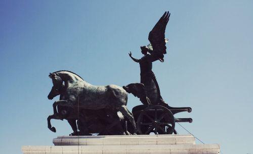 chariot statue monument
