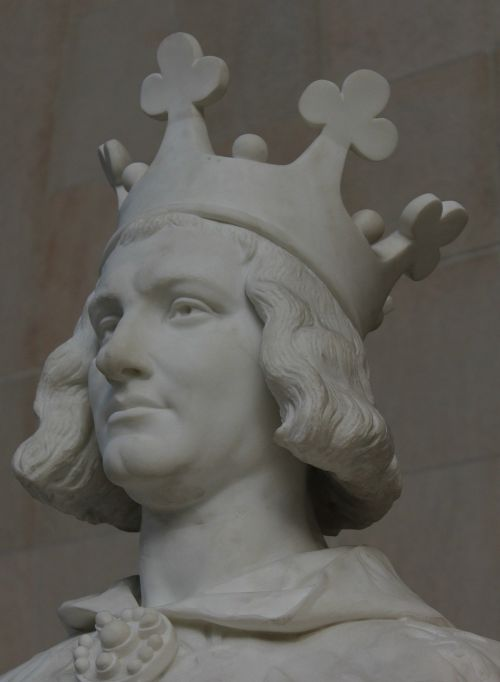 charles the great statue crown