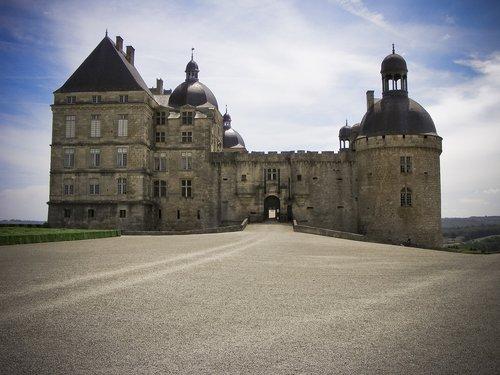 chateau  hautefort  château de hautefort