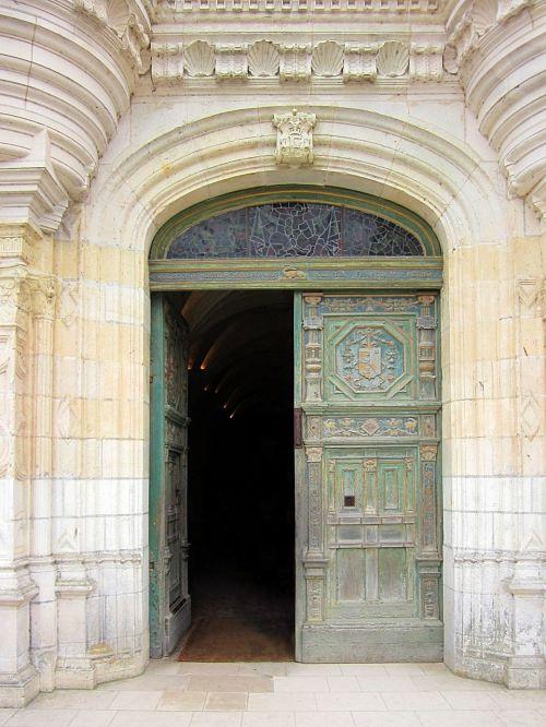 château de chenonceau entrance door