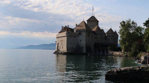 chateau de chillon montreux suisse