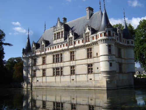 châteaux de la loire azay curtain renaissance