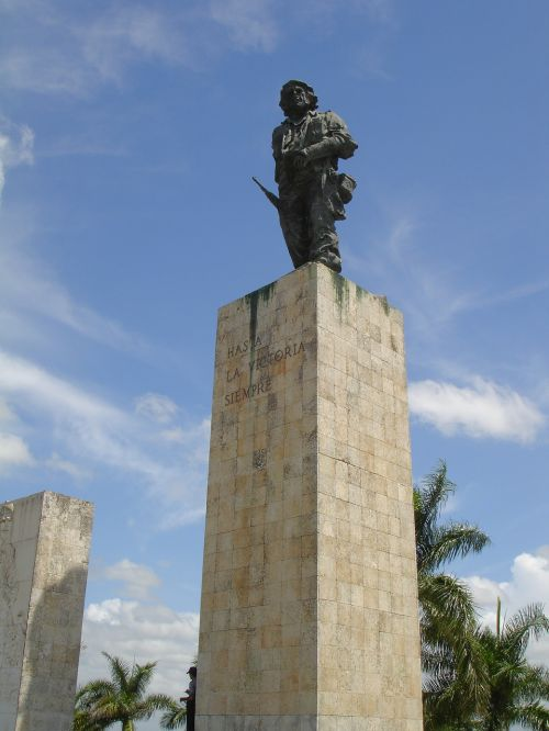 che guavarra statue mausoleum
