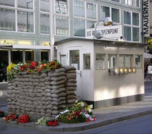 checkpoint charlie barrack berlin wall museum