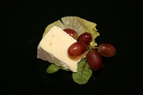 cheese brie grapes