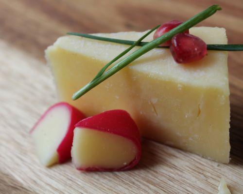 cheese cheddar slice gouda slice