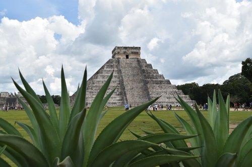 chichen itza  mexico  pyramid