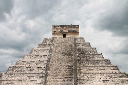 chichen-itza  sky  maya