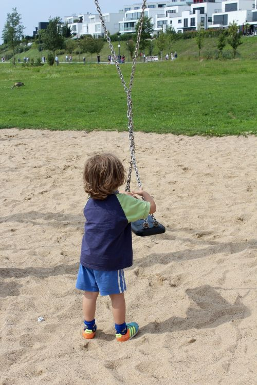 child swing turn