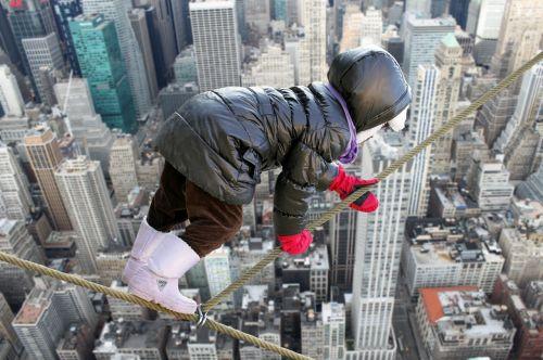 child climb rope