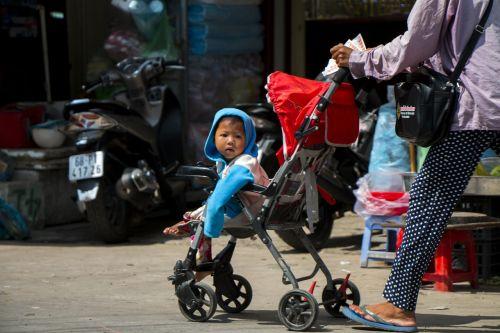 child vietnam phu quoc