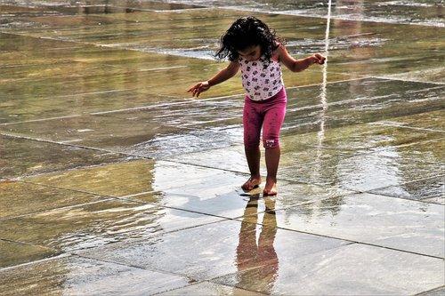 child  wet  fun