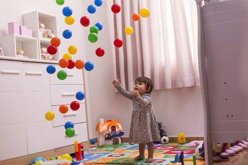 child  balls  toys