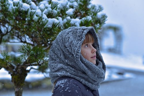 child girl snow
