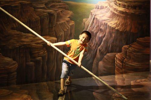 child balance optical illusion
