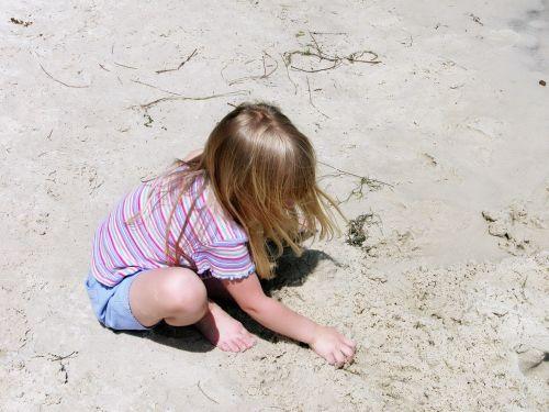 child beach playing