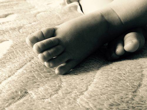 child fingers feet