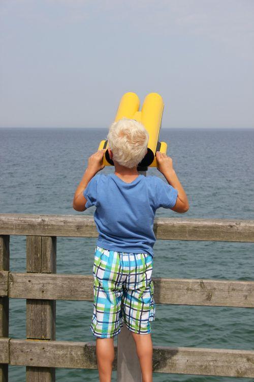 child telescope sea