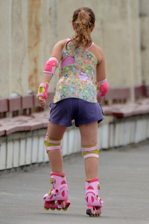 child girl roller skate