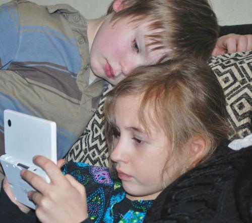 vaikai,mergaitė,berniukas,žaisti,linksma,laisvalaikis,Nintendo,konsolė,elektronika