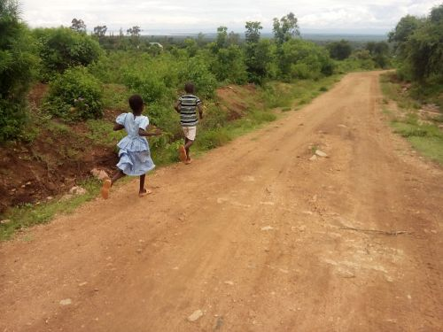 children running kenya