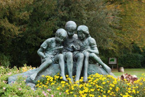 children image statue