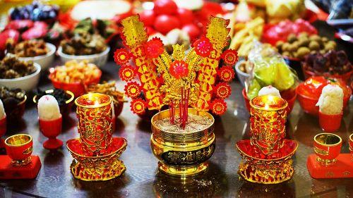 chinese new year worship red
