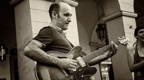 Street Guitarist
