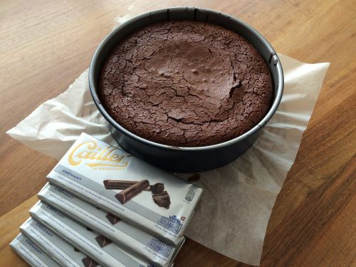 chocolate cake bake eat