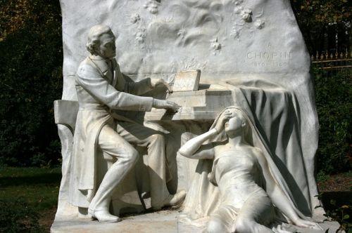 chopin monument piano