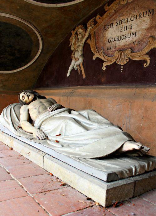 christ tomb of christ figure